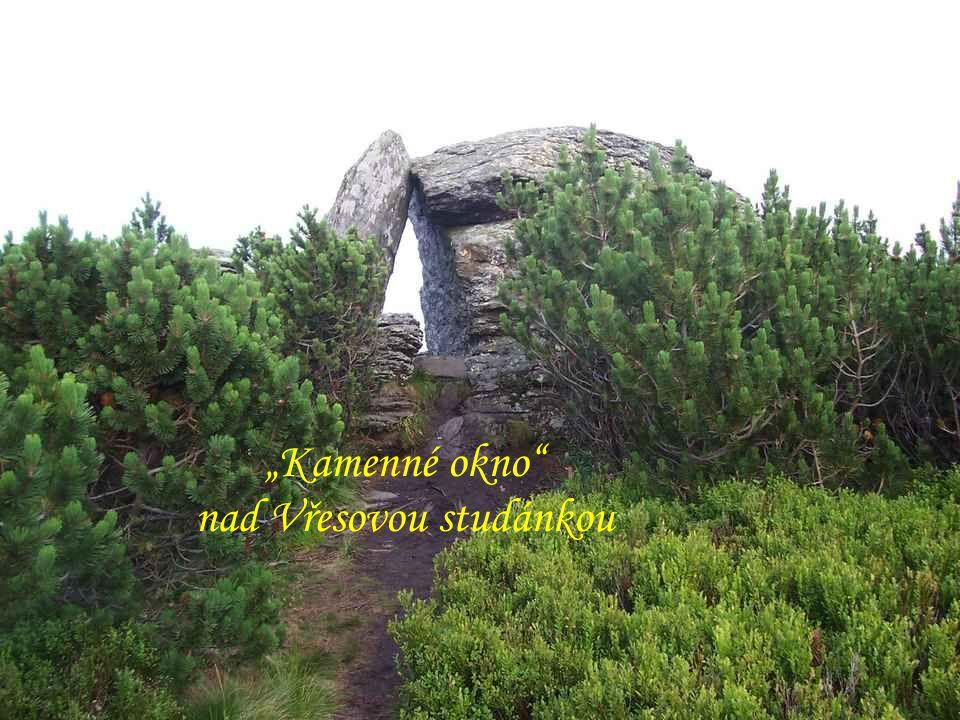 """Temeno """"Červené hory """"Vřesová studánka """"Kamenné okno nad Vřesovou studánkou"""