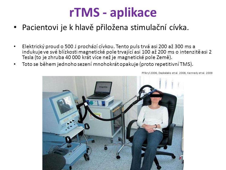 rTMS - aplikace Pacientovi je k hlavě přiložena stimulační cívka. Elektrický proud o 500 J prochází cívkou. Tento puls trvá asi 200 až 300 ms a induku