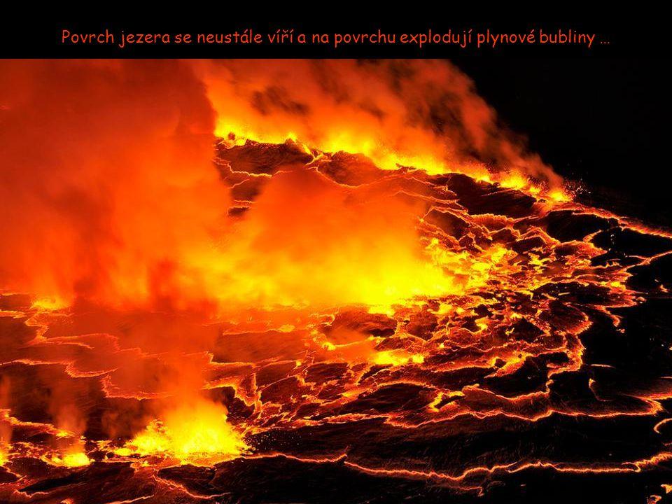 Trvalé lávové jezero v sopce Nyiragongo je největší na světě. Obsahuje odhadem 282 milionů krychlových metrů lávy.