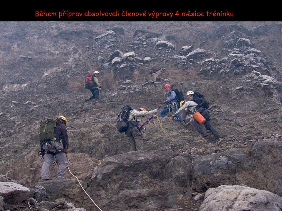 Nyiragongo je z osmi sopek v této oblasti nejaktivnější.