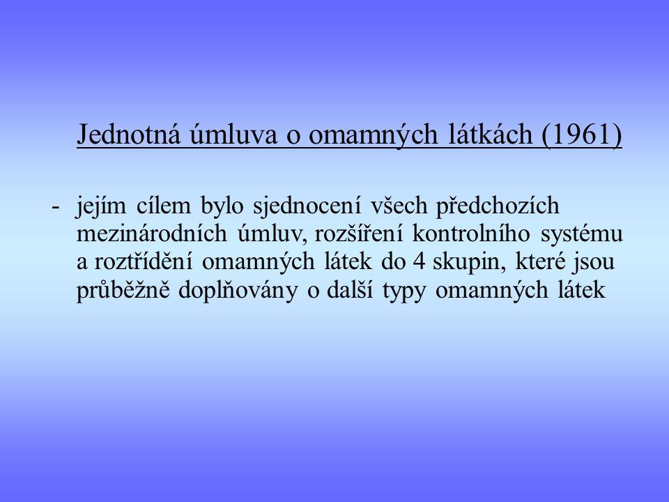 Jednotná úmluva o omamných látkách (1961) -jejím cílem bylo sjednocení všech předchozích mezinárodních úmluv, rozšíření kontrolního systému a roztřídění omamných látek do 4 skupin, které jsou průběžně doplňovány o další typy omamných látek