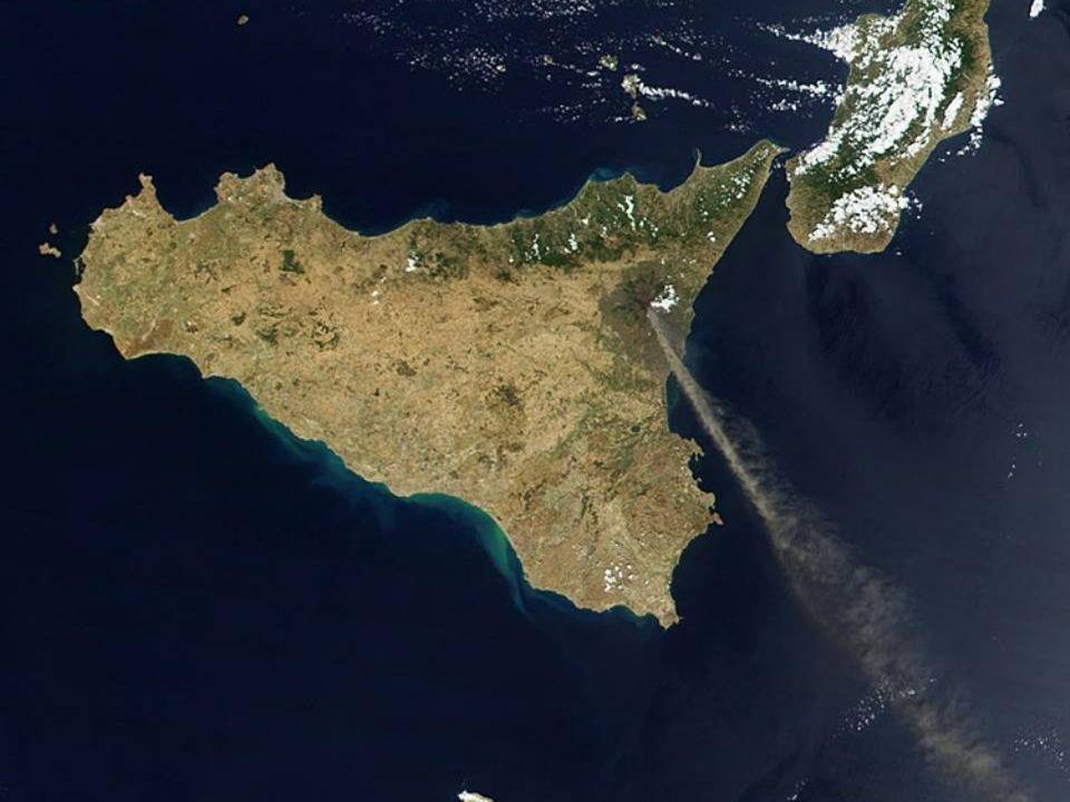 Sicílie s kouřící Etnou ►