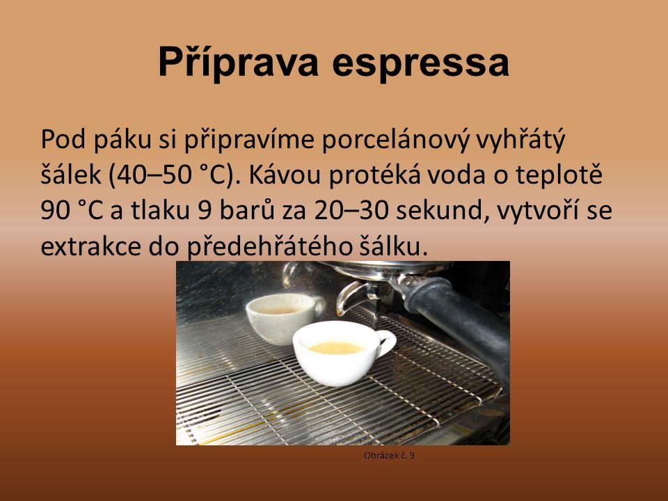 Příprava espressa Pod páku si připravíme porcelánový vyhřátý šálek (40–50 °C). Kávou protéká voda o teplotě 90 °C a tlaku 9 barů za 20–30 sekund, vytv