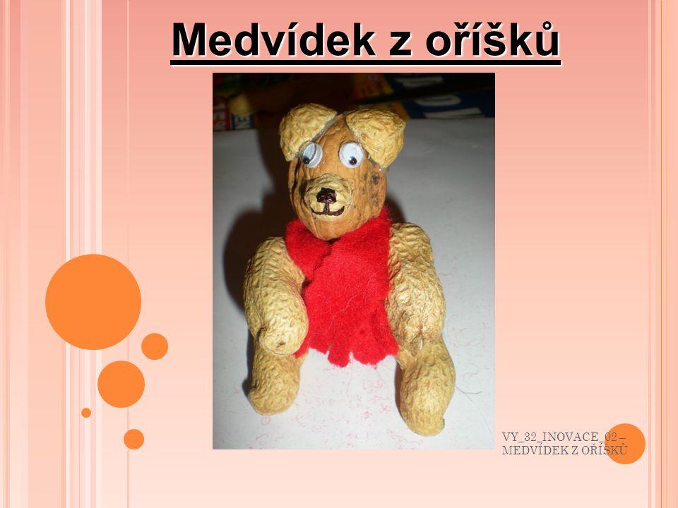 Medvídka můžeme vybavit i čepičkou. VY_32_INOVACE_02 – MEDVÍDEK Z OŘÍŠKŮ