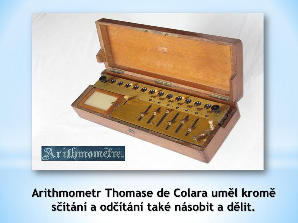 Arithmometr Thomase de Colara uměl kromě sčítání a odčítání také násobit a dělit.