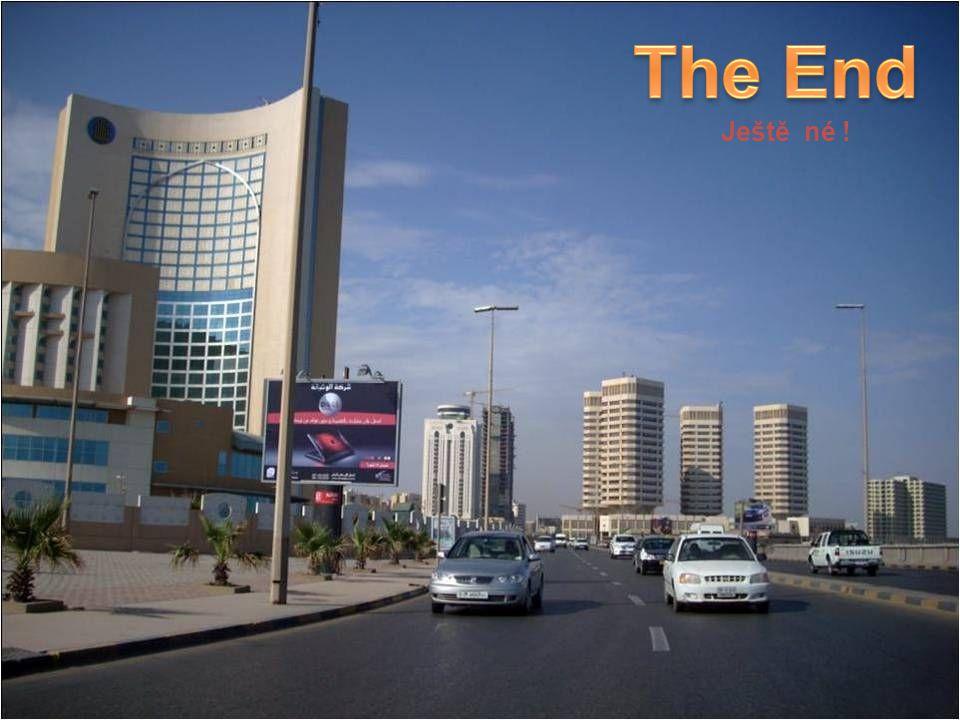 Muammar Kaddáfíí je jedním z nejdéle vládnoucích diktátorů světa, v čele Lybie stojí již více než třicet šest let. Po značnou část této doby byl na če