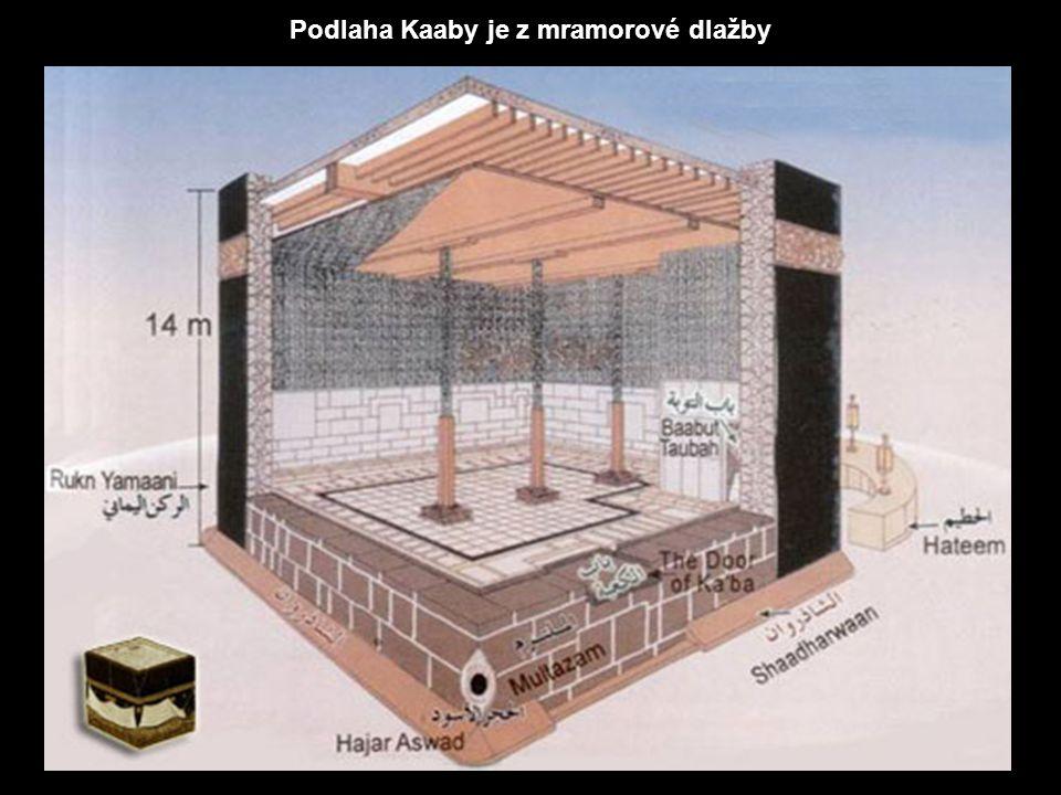 Kaaba je hlavní svatyní islámu a cílem rituální poutě. Chrám je 1 4 m vysoký, dlouhý 12 m a široký 10 m. Rohy míří do jednotlivých světových stran. Ve
