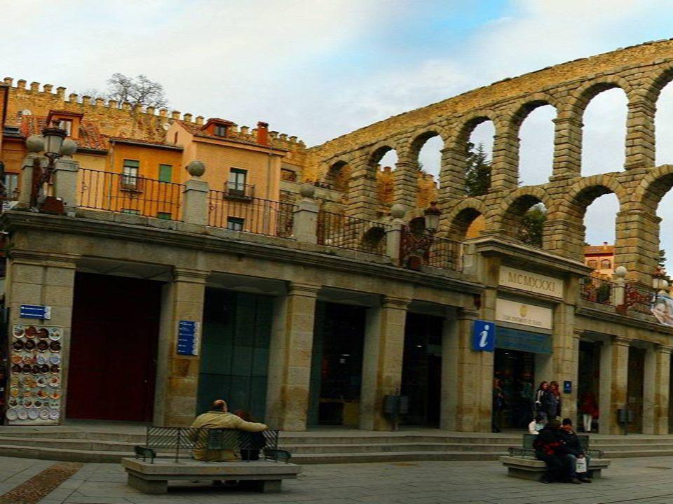 Acueducto de Segovia, římský akvadukt v Segovii, je jednou z nejlépe dochovaných římských staveb.
