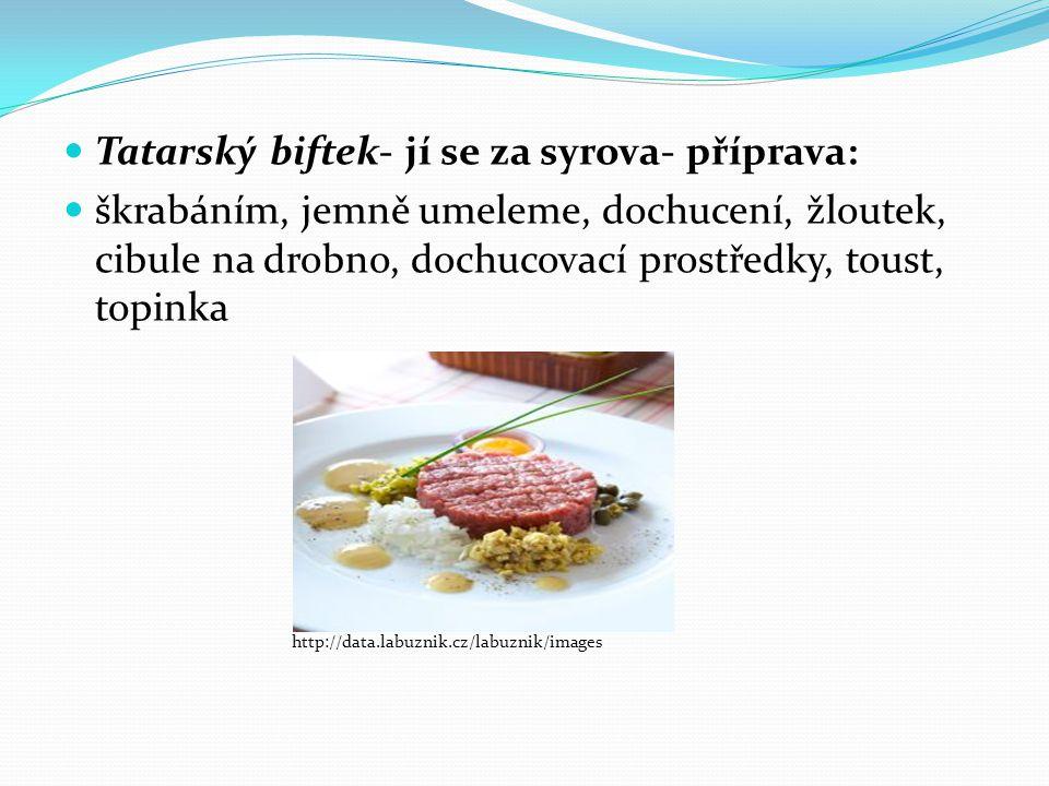 Tatarský biftek- jí se za syrova- příprava: škrabáním, jemně umeleme, dochucení, žloutek, cibule na drobno, dochucovací prostředky, toust, topinka htt