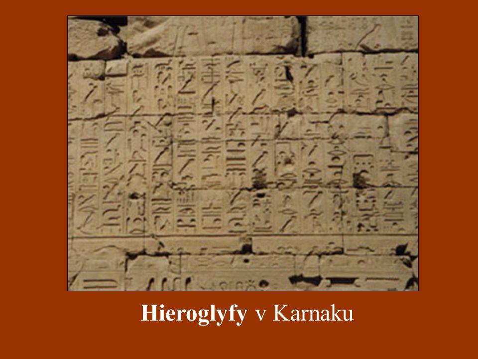Hieroglyfy v Karnaku