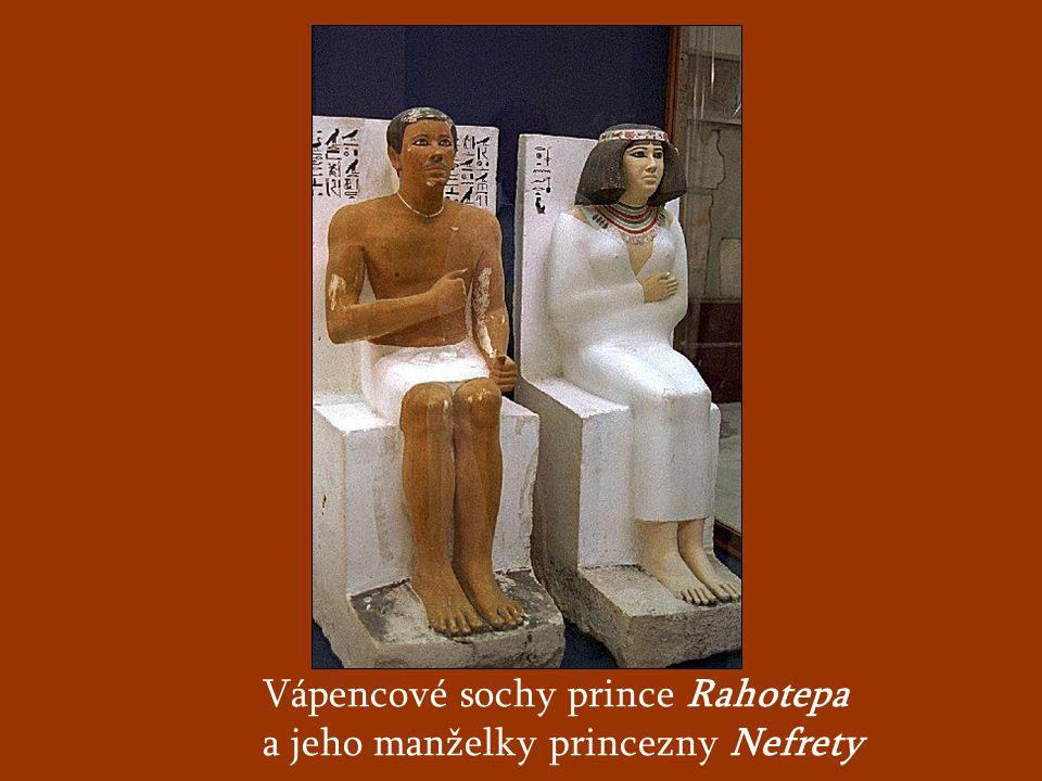 Vápencové sochy prince Rahotepa a jeho manželky princezny Nefrety