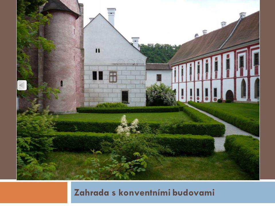 Zahrada s konventními budovami