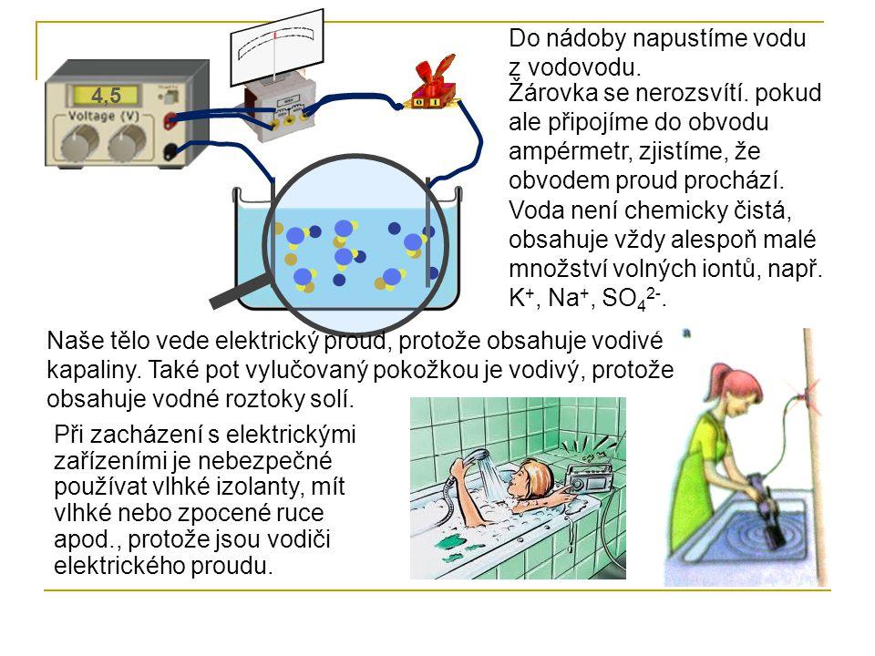Vodné roztoky solí, kyselin a zásad vedou elektrický proud.
