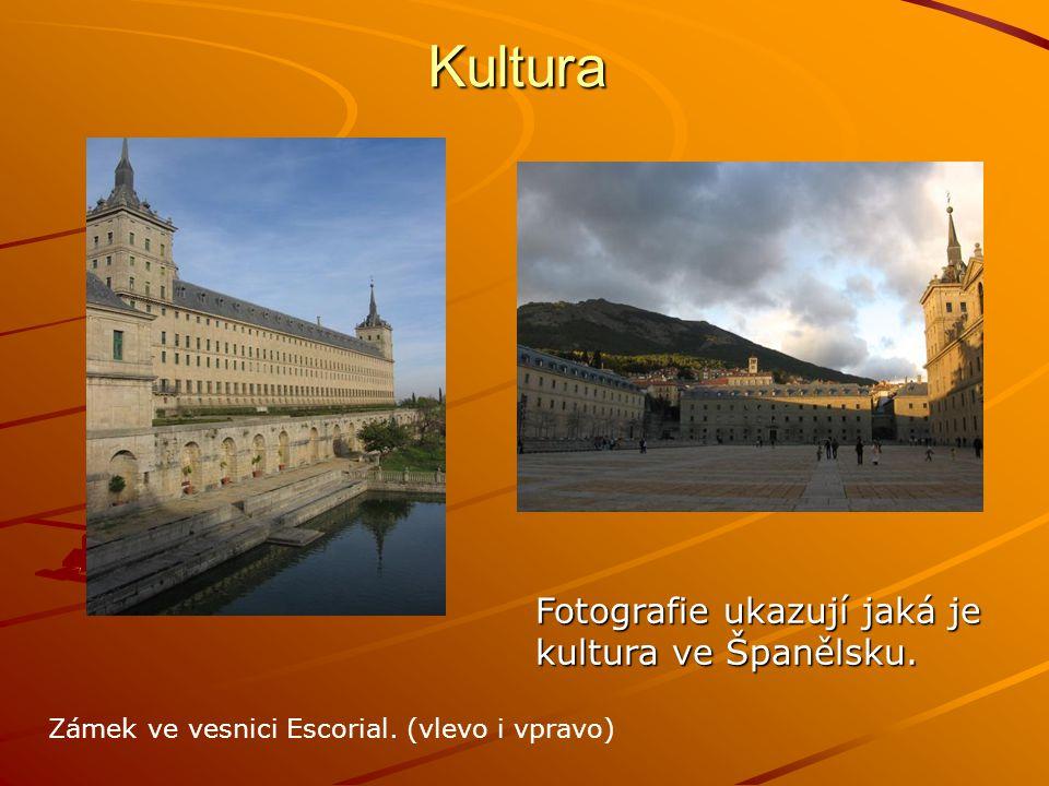 Kultura Fotografie ukazují jaká je kultura ve Španělsku. Zámek ve vesnici Escorial. (vlevo i vpravo)