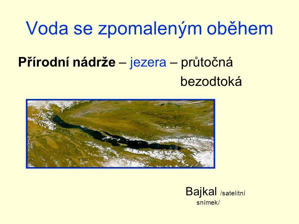 Voda se zpomaleným oběhem Přírodní nádrže – jezera – průtočná bezodtoká Bajkal /satelitní snímek/