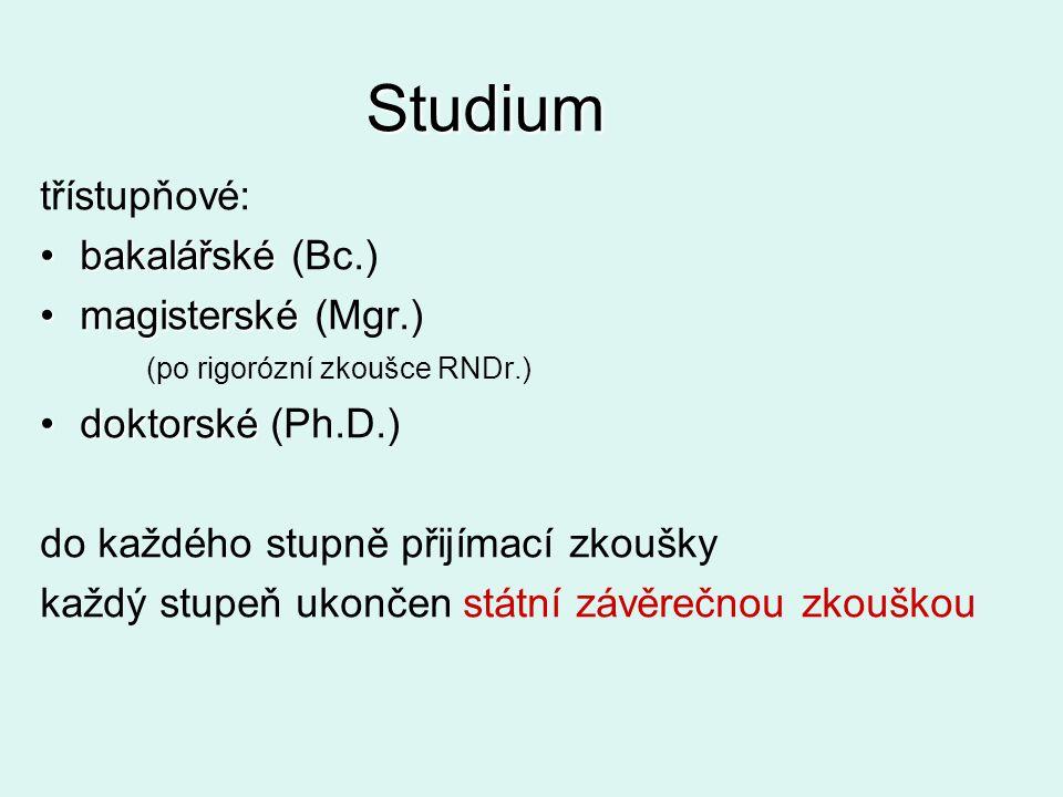Studium třístupňové: bakalářskébakalářské (Bc.) magisterskémagisterské (Mgr.) (po rigorózní zkoušce RNDr.) doktorskédoktorské (Ph.D.) do každého stupn