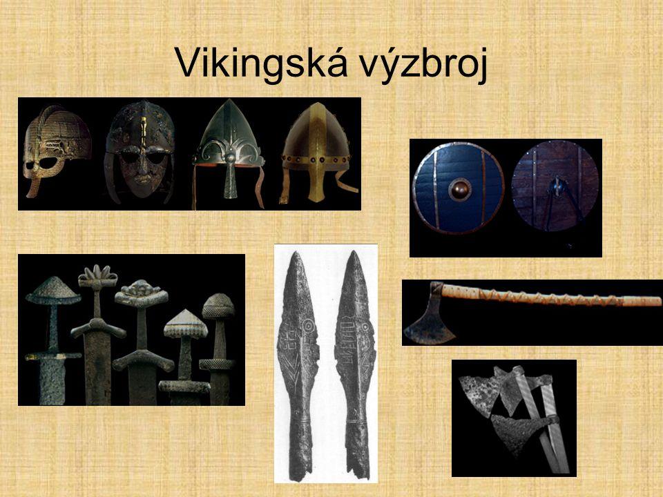 Vikingské lodě Drakkar v 9.století, válečná loď na přídi hlava draka Snekkar v 9.