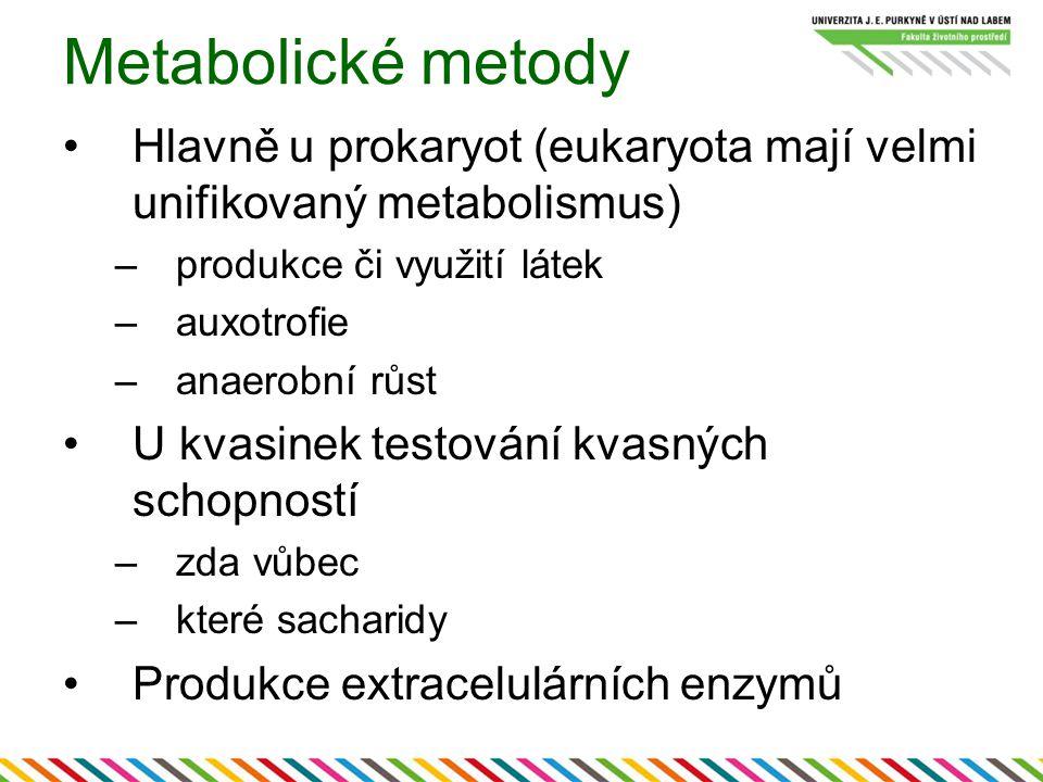 Metabolické metody Hlavně u prokaryot (eukaryota mají velmi unifikovaný metabolismus) –produkce či využití látek –auxotrofie –anaerobní růst U kvasinek testování kvasných schopností –zda vůbec –které sacharidy Produkce extracelulárních enzymů