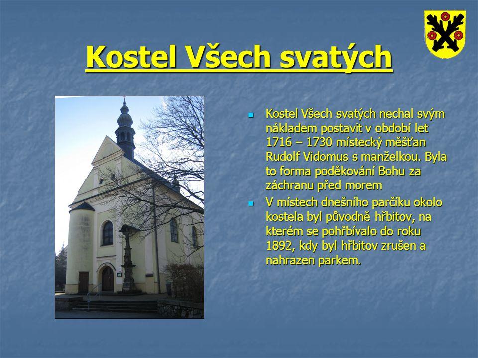Kostel Všech svatých Kostel Všech svatých nechal svým nákladem postavit v období let 1716 – 1730 místecký měšťan Rudolf Vidomus s manželkou. Byla to f