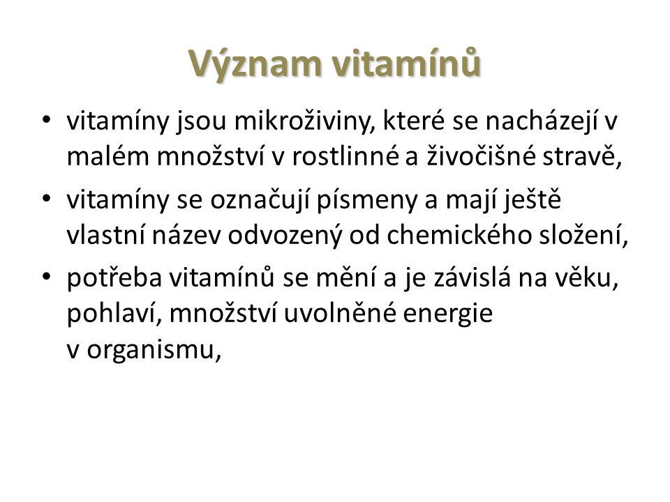 Význam vitamínů vitamíny jsou mikroživiny, které se nacházejí v malém množství v rostlinné a živočišné stravě, vitamíny se označují písmeny a mají ještě vlastní název odvozený od chemického složení, potřeba vitamínů se mění a je závislá na věku, pohlaví, množství uvolněné energie v organismu,