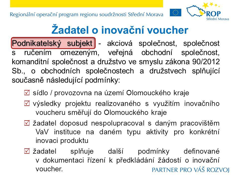 Smlouva o spolupráci k inovačnímu voucheru uzavírána mezi  Smlouva je uzavírána mezi: Olomouckým krajem,Olomouckým krajem, Řídícím orgánem ROP Střední MoravaŘídícím orgánem ROP Střední Morava úspěšným žadatelem o inovační voucherúspěšným žadatelem o inovační voucher ve lhůtě 3 měsíců Smlouvy o dílo  musí být ze strany podnikatelského subjektu podepsána ve lhůtě 3 měsíců od data schválení žádosti o inovační voucher Radou Olomouckého kraje, po doložení Smlouvy o dílo podmínky spolupráce  definuje podmínky spolupráce.