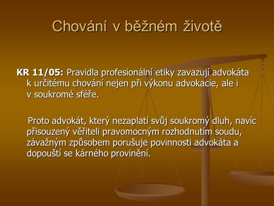 Chování v běžném životě KR 11/05: Pravidla profesionální etiky zavazují advokáta k určitému chování nejen při výkonu advokacie, ale i v soukromé sféře.