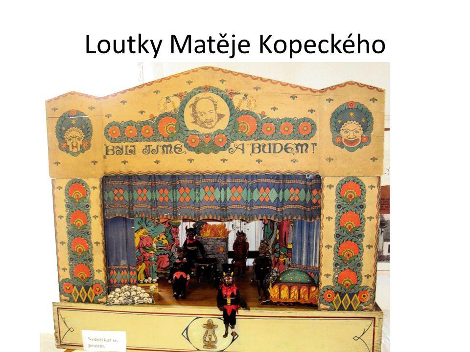 Mohou vidět, jaké loutky se vyráběly v době Matěje Kopeckého i loutkovou scénu ( originály těchto loutek věnovalo vltavotýnské muzeum Národnímu muzeu