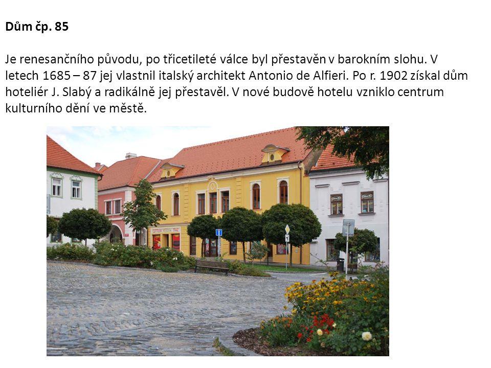 Dům čp. 85 Je renesančního původu, po třicetileté válce byl přestavěn v barokním slohu.