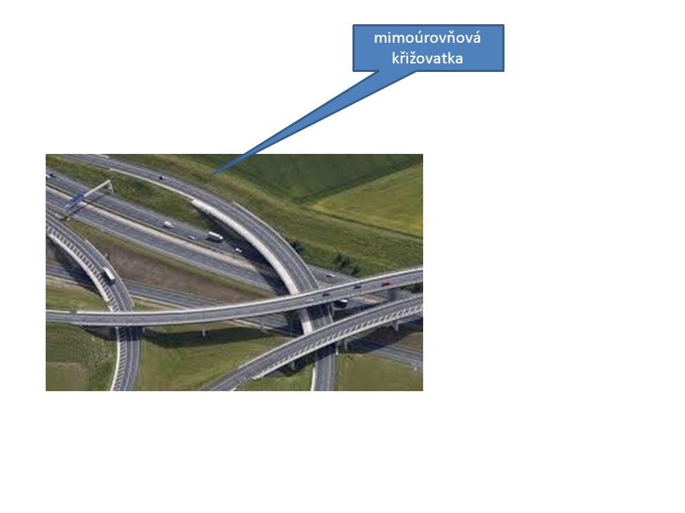 Otázky k tématu: ( S využitím učebnice a předcházejících tabulí prezentace.) 1.Jak dlouhá je v současnosti dálniční sítˇ v ČR a z kolika dálnic sestává.