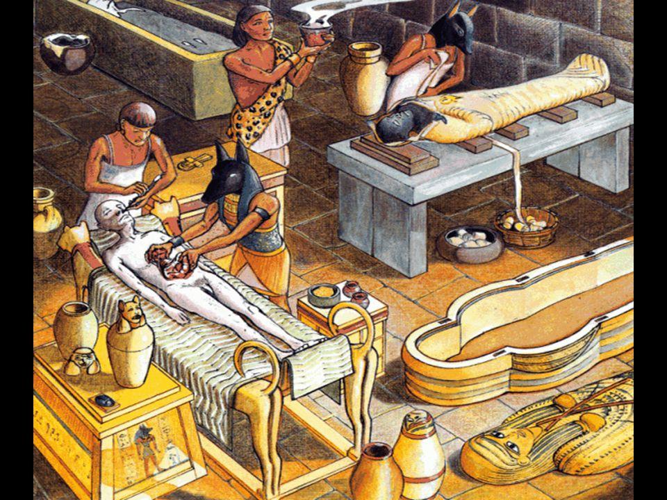 Technika mumifikace a balzamování Balzamovači otevřeli levý bok zesnulého, aby mohli z těla vyjmout vnitřnosti - střeva, plíce, játra a žaludek pak umístili do zvláštních nádob - kanop.