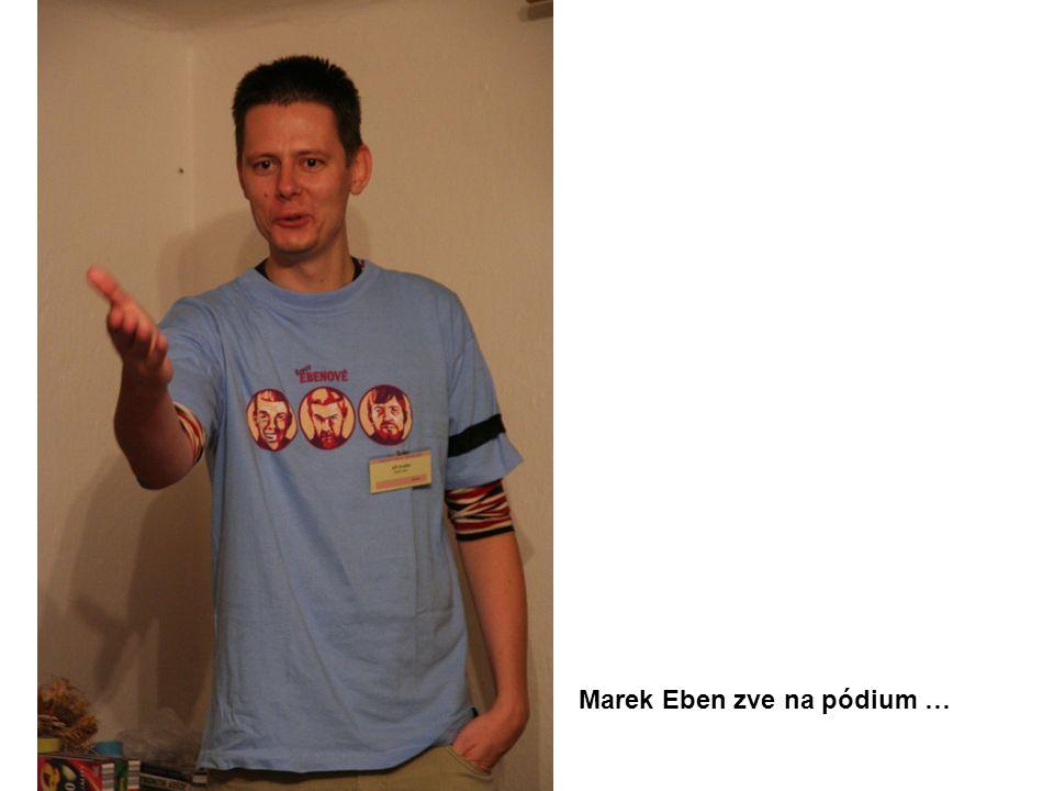Marek Eben zve na pódium …