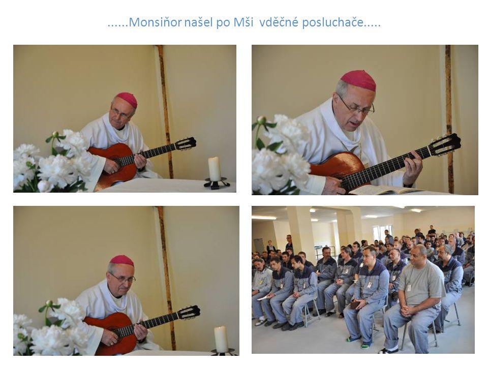 ......Monsiňor našel po Mši vděčné posluchače.....