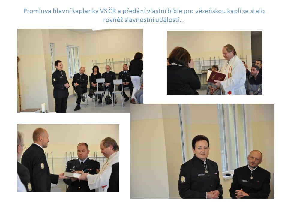Promluva hlavní kaplanky VS ČR a předání vlastní bible pro vězeňskou kapli se stalo rovněž slavnostní událostí...