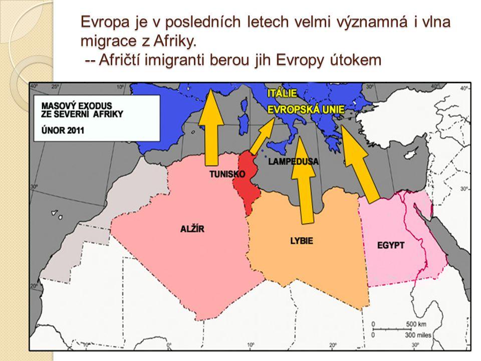 Evropa je v posledních letech velmi významná i vlna migrace z Afriky. -- Afričtí imigranti berou jih Evropy útokem