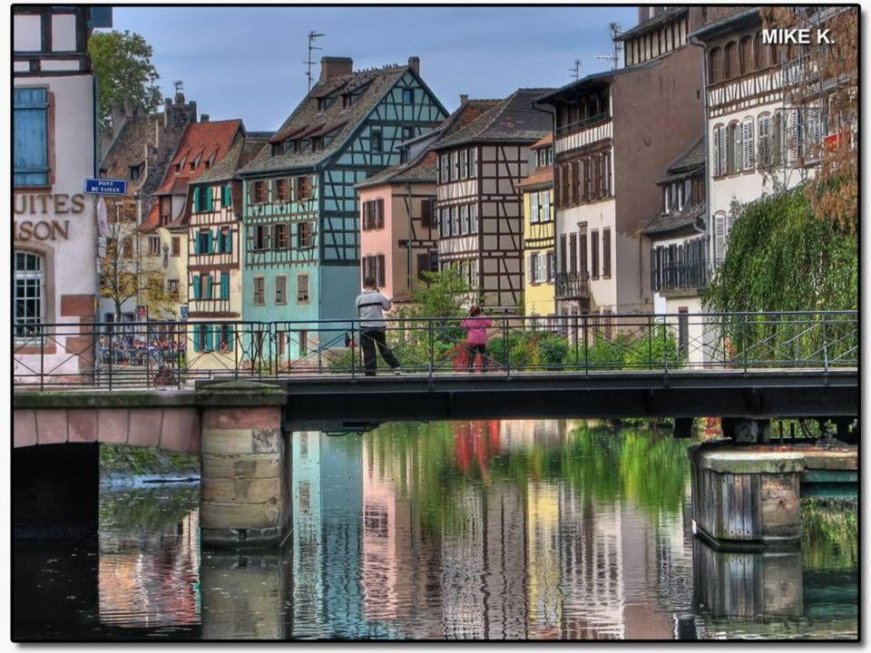 Štrasburk Malá Francie Štrasburk největší město Alsaska na hranici mezi Francií a Německem. Je to otevřené, kosmopolitní město, kde katolíci a protest