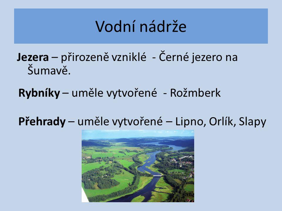 Vodní nádrže Jezera – přirozeně vzniklé - Černé jezero na Šumavě.