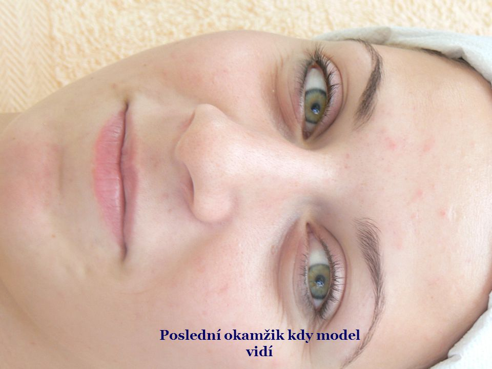 Nanášení kosmetické vazelíny
