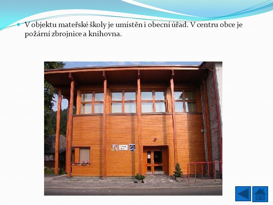 V objektu mateřské školy je umístěn i obecní úřad. V centru obce je požární zbrojnice a knihovna.