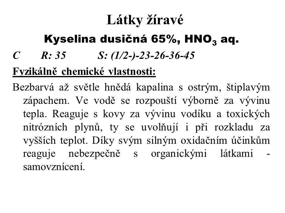 Látky žíravé Kyselina dusičná 65%, HNO 3 aq. CR: 35S: (1/2-)-23-26-36-45 Fyzikálně chemické vlastnosti: Bezbarvá až světle hnědá kapalina s ostrým, št