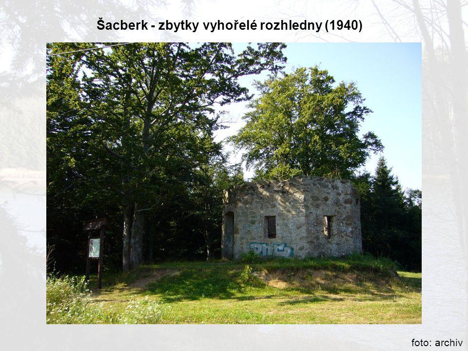 Šacberk - zbytky vyhořelé rozhledny (1940) foto: archiv