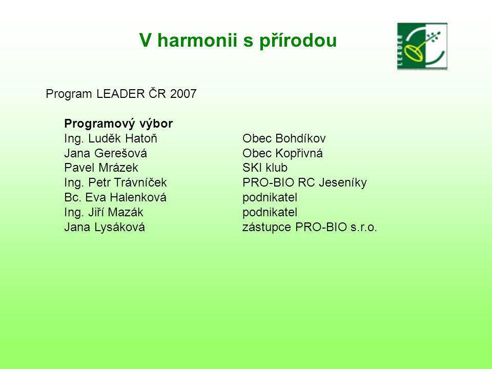 V harmonii s přírodou Program LEADER ČR 2007 Postřehy a připomenutí 3 paré žádosti Informace o realizaci nejen ZAPU, ale i MAS 1/3 z dotace musí být směřována podnikatelům (834 000) max.5 příjemců (v odůvodněných případech 7) – náhradníci Výběr projektů – VK, PV, plénum + podepíše statutár, prostřednictvím ZAPU schválí Mze Vybrané projekty podepíše ředitelka odboru Zemanové, teprve poté jsou uznatelné náklady na realizaci ZAPU – 3 kontroly (předběžná, průběžná, následná) Vedení odděleného účetnictví dotace Prvotní čerpání vlastních zdrojů Příjemci, kteří jsou plátci DPH – proplácí se jim faktury bez DPH Pojištění pořízeného majetku Plnění závazných parametrů (m3, počet akcí, m2, počet strojů, apod.) Přítomnost zástupce ZAPU při výběru projektů S fakturou na ZAPU se chodí s výpisem z účtu o zaplacení vlastního podílu
