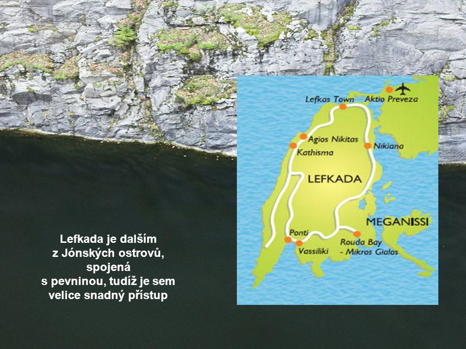 Lefkada je dalším z Jónských ostrovů, spojená s pevninou, tudíž je sem velice snadný přístup
