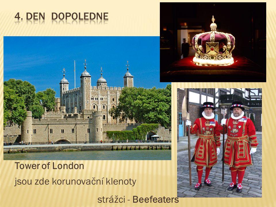Tower of London jsou zde korunovační klenoty strážci - Beefeaters
