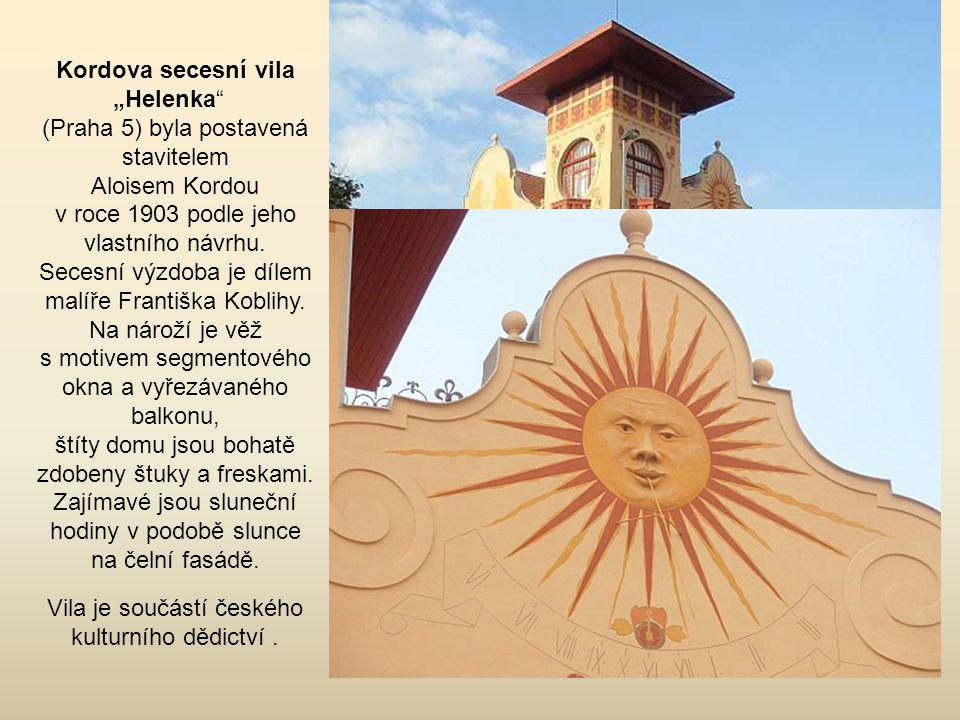 Sluneční hodiny pocházejí z roku 1751, renovované byly v roce 1933.