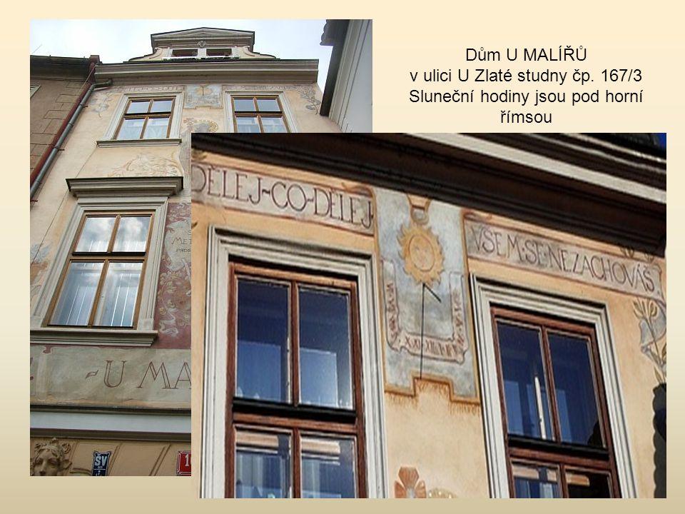 Náměstí bratří Synků Ve dvoře domu čp.472 jsou nejkrásnější sluneční hodiny v Praze 4, zdobené freskami a zobrazeními sovy, slunce a měsíce.