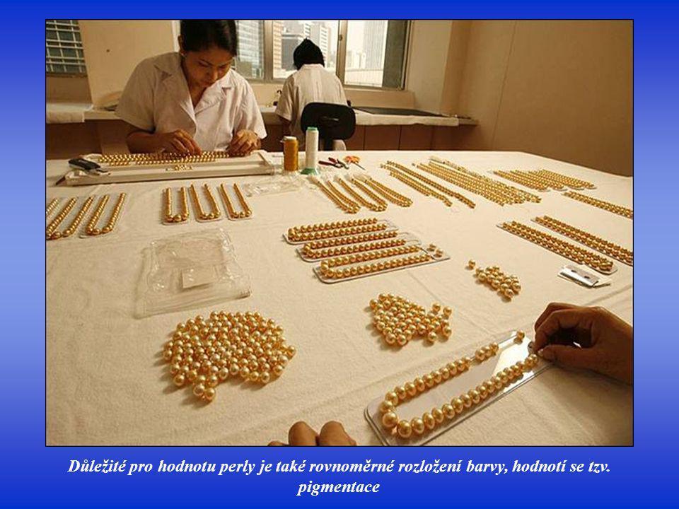 Zajímavé jsou i tvary jako kapky, ovály, rýhované, nepravidelné. Existují perly nejrůznějších podle tělíska vloženého do měkkýše (u umělých perel), ka