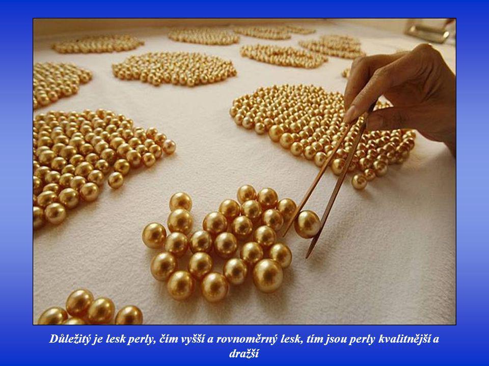 Důležité pro hodnotu perly je také rovnoměrné rozložení barvy, hodnotí se tzv. pigmentace
