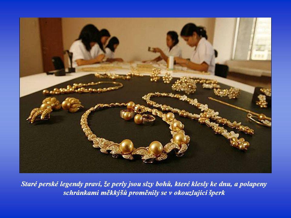 Perly prý mají magickou moc a léčivou sílu. Podle jedněch přinášejí štěstí, podle jiných se v nich skrývají slzy a žal...