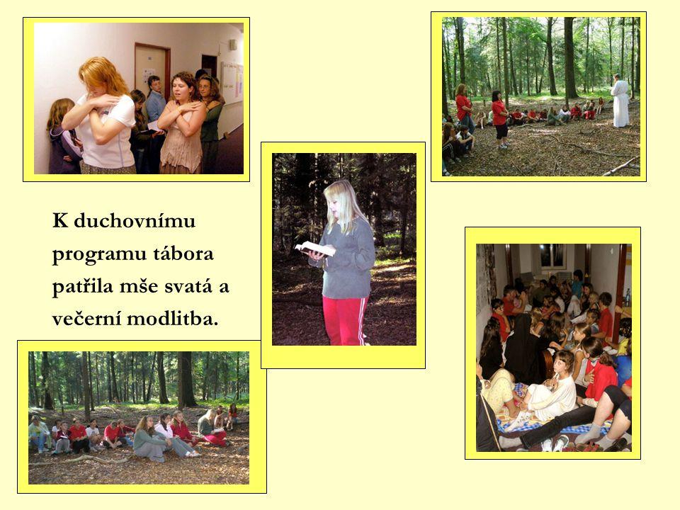 K duchovnímu programu tábora patřila mše svatá a večerní modlitba.