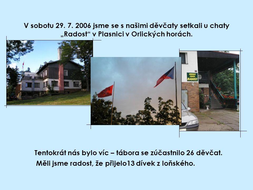 """V sobotu 29. 7. 2006 jsme se s našimi děvčaty setkali u chaty """"Radost"""" v Plasnici v Orlických horách. Tentokrát nás bylo víc – tábora se zúčastnilo 26"""